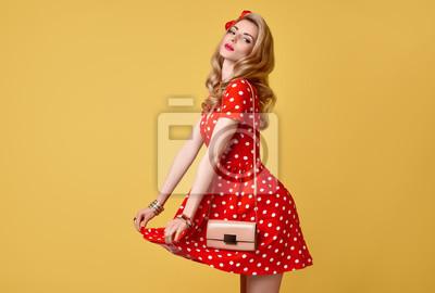 Fototapeta PinUp Smyslná Blond Dívka S fun.Fashion Žena S úsměvem v červené  Polka Dots a83a8aaf16