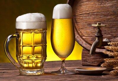 Fototapeta Pivní brýle, starý dub barel a pšenice uši.