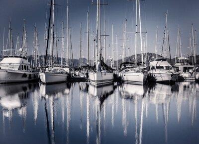 Fototapeta Plachetnice přístav ve večerních hodinách