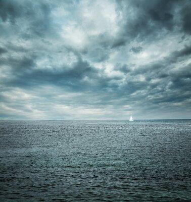 Fototapeta Plachetnice v rozbouřeném moři. Tmavém pozadí.