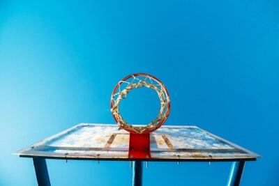 Fototapeta Plexisklo street basketbal deska s obručí na venkovním hřišti