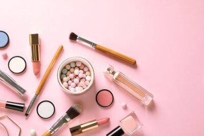 Fototapeta Plochá laických složení s produkty pro dekorativní make-up na pastelově růžové pozadí
