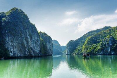 Fototapeta Pohled na lagunu v Ha Long Bay, v Jihočínském moři, Vietnam