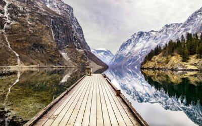 Fototapeta Pohled z vesnice Gudvangen k fjordu, Norsko