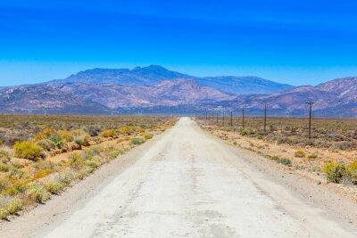 Fototapeta Polní cestě v Karoo běží vedle hospodářských ploty.