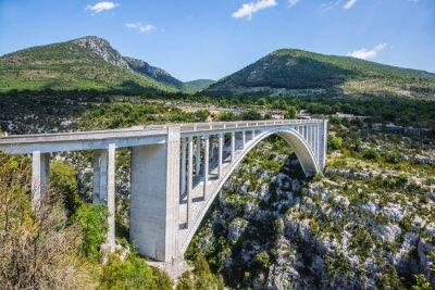Fototapeta Pont de Chaulière, ze kterého uspořádaných skákání