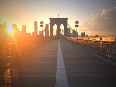 Fototapeta Ponte di Brooklyn al tramonto con vista di New York