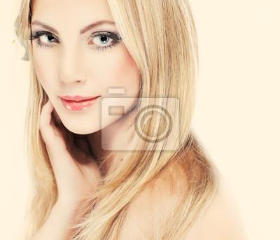 Fototapeta Portrét mladé ženy s modrýma očima whiteheaded na bílém