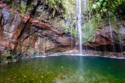 Fototapeta Poslední vodopád z dvaceti pěti fontány Levada turistické stezce, Madeira (Portugalsko)