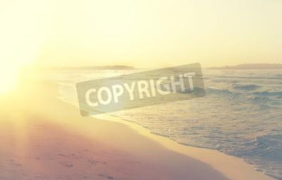 Fototapeta pozadí rozmazané pláže a mořské vlny, vinobraní filtru.