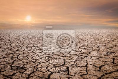 Fototapeta Pozemek se suchou a popraskanou půdou. Poušť, pozadí globálního oteplování