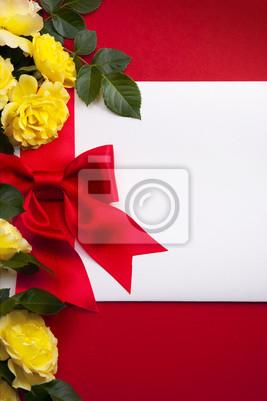 Pozvánka zdobené luk a kytice z růží