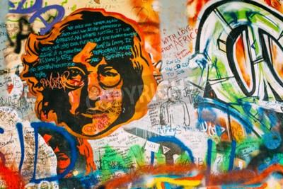 Fototapeta Praha, Česká republika - 10.10.2014: Slavná místa v Praze - Wall The John Lennon. Zeď je plná John Lennon inspirované graffiti a texty písní od Beatles