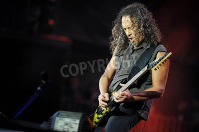 Fototapeta PRAHA, ČESKÁ REPUBLIKA - 7. KVĚTNA 2012: Kytarista Kirk Hammett z Metallicy Během představení v Praze, Česká republika 7. května 2012.