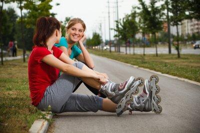 Fototapeta Přátelé odpočívající po cvičení