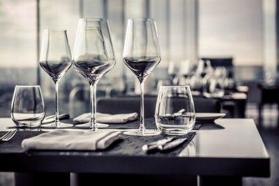 Fototapeta Prázdné sklenice v restauraci