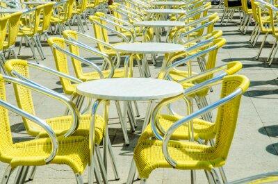 Fototapeta Prázdné tabulky pouliční kavárny