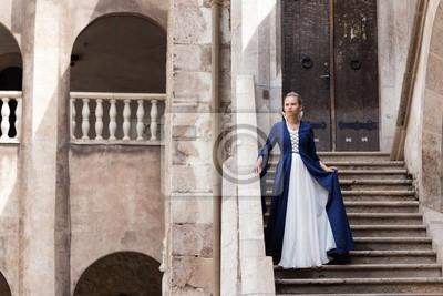 5b942ebacc09 Fototapeta princezna balkón středověké šaty starověké mladé modré šaty hrad  schody