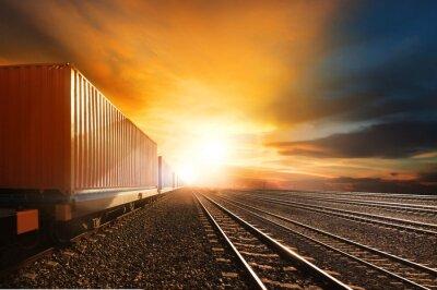 Fototapeta průmysl kontejnerové vlaky, které jezdí na tratích sledovat proti kavalír