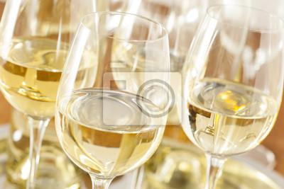 Fototapeta Refreshring bílé víno ve skle
