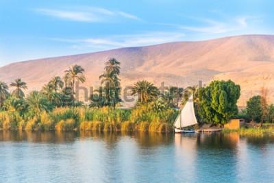 Fototapeta Řeka Nil v Egyptě. Luxor, Afrika.