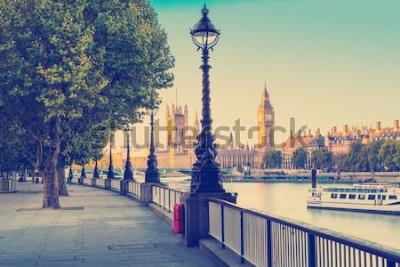 Fototapeta Retro fotografie filtr efekt - pouliční lampa na jižním břehu řeky temže s big ben a palác westminster v pozadí, Londýn, Anglie, Velká Británie  t