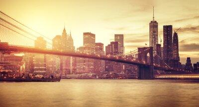 Fototapeta Retro stylizované Manhattan při západu slunce, New York, USA.