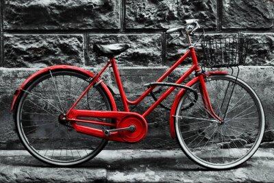 Fototapeta Retro vinobraní červený motocykl na černé a bílé zdi.