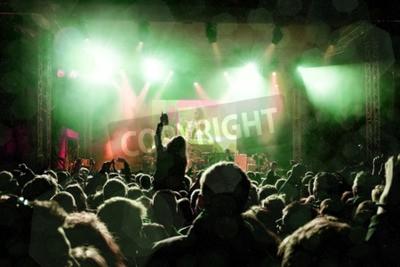 Fototapeta Rockový koncert, siluety šťastných lidí, které zvedají ruce