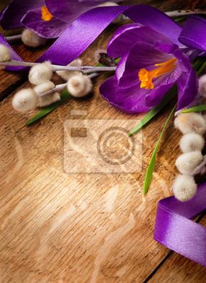 ročník Velikonoční karty, jarní květiny na dřevěné pozadí