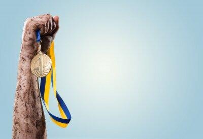 Fototapeta Ruce utáhnout medaili