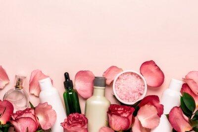 Fototapeta Sada přírodní kosmetiky z růží. Koncept péče o krásu a pleť