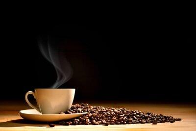 Fototapeta Šálek kávy a kouřovými kávových bobů na staré dřevěné pozadí