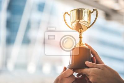 Fototapeta Šampion zlaté trofeje pro vítěze pozadí. Úspěch a úspěch. Téma sportu a poháru.