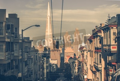 Fototapeta San Francisco Cityscape při západu slunce s centrální mrakodrapy ve vzdálenosti. San Francisco, Kalifornie, USA. San Francisco architektura v klasickém barevném hodnocení.