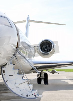 Fototapeta Schody s proudovým motorem na moderní soukromá tryskové letadlo - Bombardier Global Express