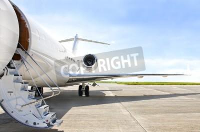 Fototapeta Schody s proudovým motorem na moderní soukromé tryskové letadlo