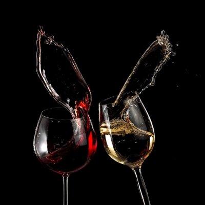 Fototapeta Sklenice na červené a bílé víno na černém pozadí
