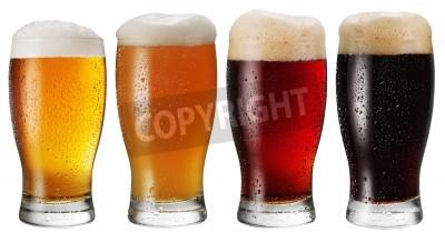 Fototapeta Sklenice piva na bílém pozadí.