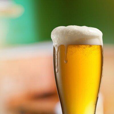 Fototapeta Sklo světla piva v hospodě