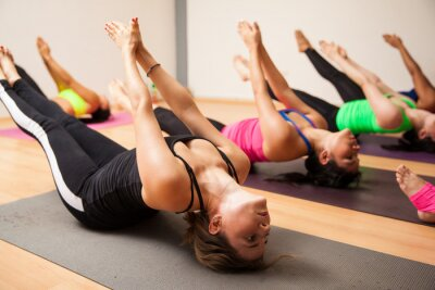 Fototapeta Skupina žen během jógy