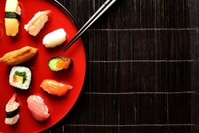 Fototapeta Smíšené sushi talíř s hůlkami