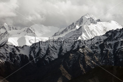 Fototapeta Snow mountain range, Leh Ladakh, India