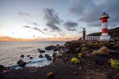 Fototapeta Sopečná krajina s majákem nedaleko sůl továrny Fuencaliente na ostrově La Palma ve Španělsku