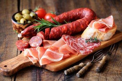 Fototapeta Španělské tapas - chorizo, salsichon, jamón serrano, lomo a olivy
