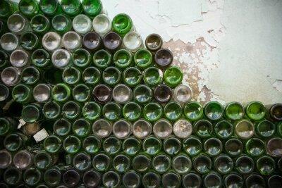 Fototapeta Spodní strana struktury lahve. Sklo, špinavé prázdné láhve vína zblízka, spodní části zelené láhve vzor pozadí