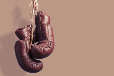 Fototapeta Staré boxerské rukavice visí