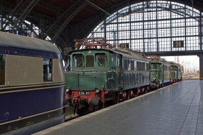 Fototapeta Staré lokomotivy na nádraží