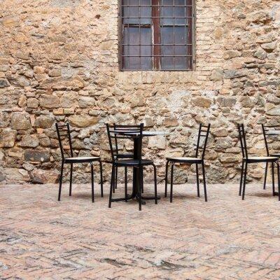 Fototapeta Staré venkovní kavárna v tradičním Toskánsku ulici