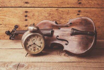Fototapeta Starožitné hodiny a staré housle přes vinobraní dřevěný stůl